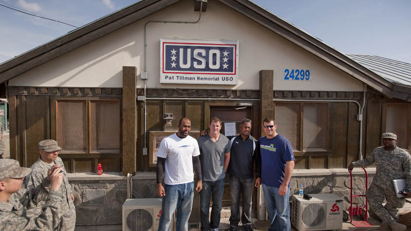 (L-R) Houston Texans Mario Williams, Dallas Cowboys Jason Witten, San Francisco 49ers Vernon Davis and Cleveland Browns Joe Thomas pose in front of the USO Pat Tillman Center, March 5, 2010.