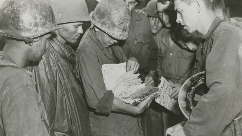 American troops pick up mail from back home.