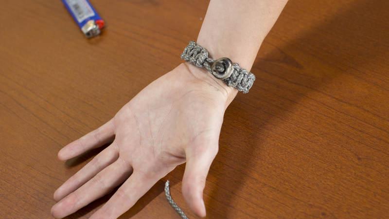 17. Voila! You have a brand new 550 cord bracelet!