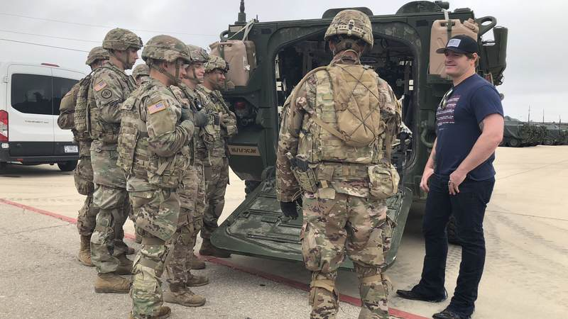 Service members give Jerrod Niemann a tour of the base and explain their duties at Fort Hood.