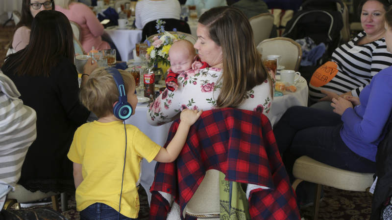 The USO and Heidi hosted its 160th event on December 5 at Fort Belvoir, Virginia, with nearly 100 moms attending—many with babies in tow.