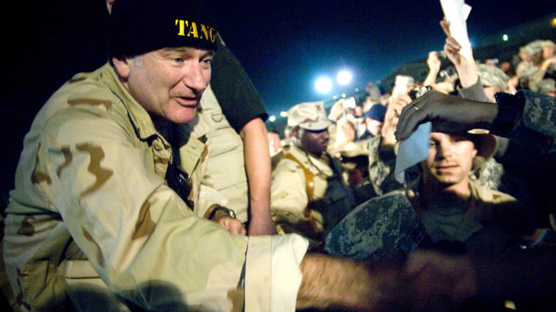Robin Williams greets troops during the 2007 USO Chairman's Tour