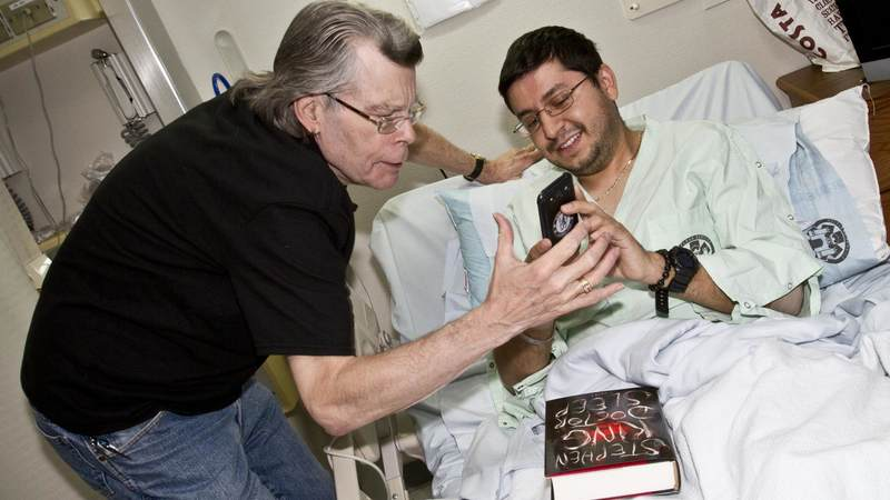 Author Stephen King kicks off his USO tour to Germany with a visit to Landstuhl Regional Medical Center, where he personally thanked medical staff and walked from room-to-room visiting with troops and their families.